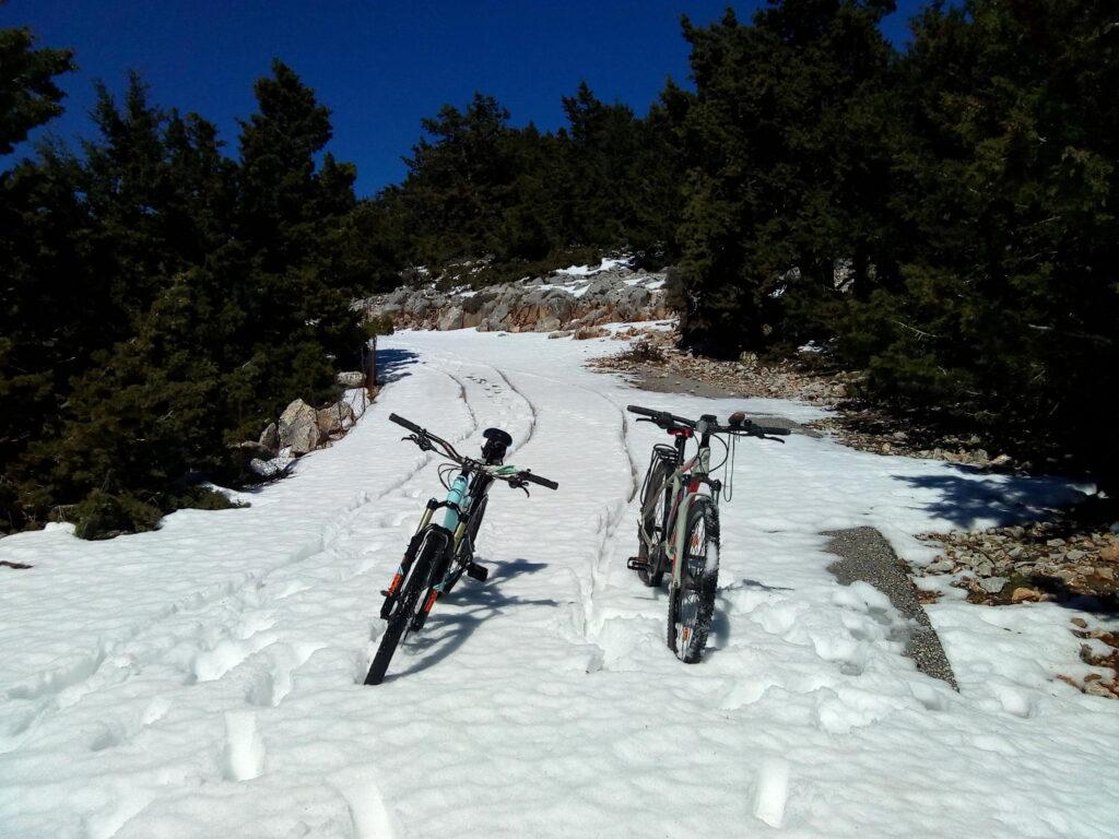 Ebike Omalos in the Snow