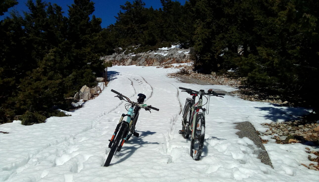 Ebike Omalos in the Snow